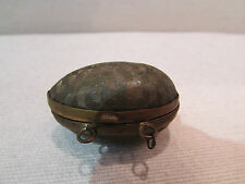 ancienne petite boite pendentif forme d'oeuf cerclée de laiton epoque 19 eme
