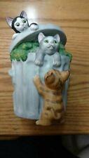 MANN 3 Kittens In A Trash Can Music Box Plays 'CATS' Theme 1982 Ceramic-EUC