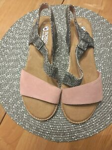 Bobs From Skechers Memory Leather Foam Sandals Size 6