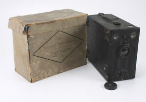 SOLONNE HAND CAMERA, FALLING PLATE BOX BOXED WITH 11 HOLDERS AND CAP/cks/189493