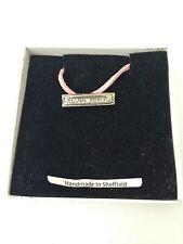 Harmonica pp-m18 Pendentif en étain sur un collier cordon rose