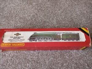 Hornby 00 Gauge R 350 BR green Class A4 4-6-2 Mallard locomotive no 60022
