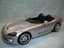 1/18 SCALE DIECAST 2002 DODGE VIPER SLT10 CABRIOLET IN SILVER BY MAISTO NO BOX.