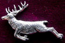 Peltre saltando Red Deer Stag Pin Broche Calidad