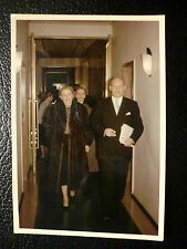 Dame im Pelzmantel wohl 60er Jahre Farbphoto