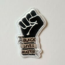 1 Écusson Brodé Thermocollant NEUF ( Patch Embroidered ) - Black Lives Matter