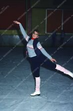 8b20-8036 Dana Plato on ice skates for exercise 8b20-8036
