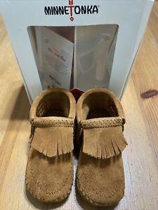 minnetonka moccasins infant size 4 slip-on booties