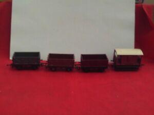 TRIANG/HORNBY RAKE OF 12 TON COAL WAGONS & BRAKE X 4