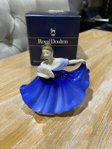 Royal Doulton Figurine ELAINE HN 4718. In excellent condition. Boxed.