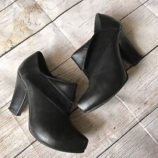 Surface To Air Womens Booties Size 37 Black Casual Leather with Suede Accent