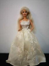 Antigua muñeca Barbie años 70 vestido blanco de novia y zapatos rojos