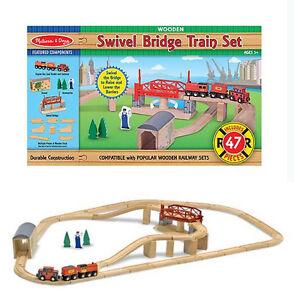 Pista Trenino in legno con ponte 10704 Melissa & doug Swivel Bridge Train