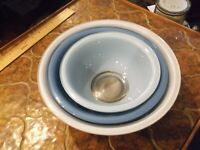 Pyrex  3 Blue Multi glass nesting bowls with clear glass bottoms  Pyrex No. #325