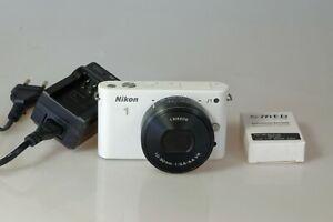 NIKON 1 J1 + NIKKOR ED IF Aspherical PD-Zoom 10-30mm 1:3,5-5,6 VR + Accu +SD