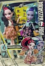 Monster High Twyla and Draculaura Dolls School Spirit with Accessories 6+ NEW