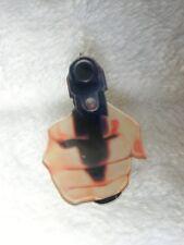 Broche femme armée gun pistolet revolver original plastique acrylique
