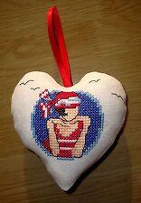 """Coeur brodé à suspendre, """"Marine et mouettes"""", pour décoration mur ou porte"""