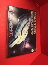 Star Trek Deep Space Nine USS Defiant Model Kit AMT 1996