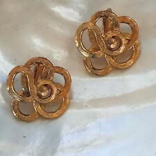 Earrings – 7/8th's inches in diam Vintage Etched Goldtone Open Loopy Flower Clip