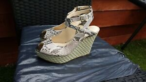 WORN ONCE LADIES LEATHER PLATFORM WEDGE SANDALS BY MARY & CLARKS SIZE 5D.