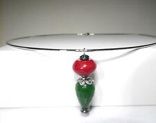 Echte Edelstein-Halsketten & -Anhänger mit Smaragd und Tropfen