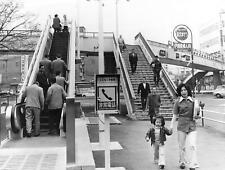 1976 Press Photo First Pedestrian Escalator in Tokyo TV Camera Kinshiche Koto kg