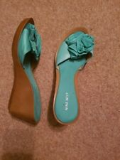 Nine west ladies  Green sandals size 8