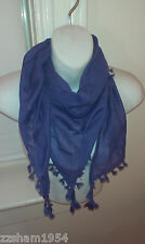 TRIANGLE PURPLE SCARF WITH KNOTTED FRINGE