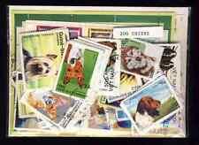 Chiens - Dogs 200 timbres différents oblitérés