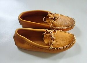 Minnetonka Leather Moccasins Women 8 Tan smooth Driving Deer skin Rubber Sole