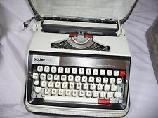 Typewriter manual BROTHER Deluxe 1350 automatic repeat spacer + cream zip case