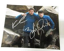 Karl Urban & Zachary Quinto - Star Trek Autogramm 20x25 Foto mit COA