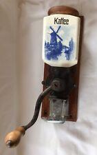 alte, antike Wandkaffeemühle, Kaffeemühle, Delfter Muster coffee grinder