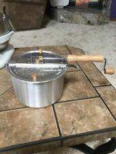 Olla para hacer palomitas de maíz en la hornalla