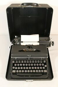 Vintage Royal Quiet Deluxe Manual Portable Typewriter w/Case Works Great