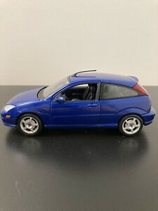 Maisto 1/24 Scale Ford Focus SVT in Cobalt Blue