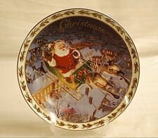 Old Vintage 2003 Avon Christmas Plate w 22K Gold Trim Coming to Town by Newsom