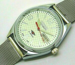 citizen automatic men steel white dial movement 8200 vintage watch run order v