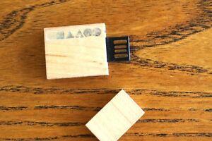 clé USB publicitaire - 2 GO -  vide - en bois - 4,7 cm - collection - neuve