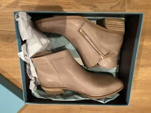 BNWT Django & Juliette Candis Warm Taupe Ankle Boots Size 38