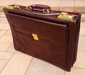 Vtg Briefcase-Quality Top Grain Leather-Burgandy-Expandable-Pockets-Combo Lock..
