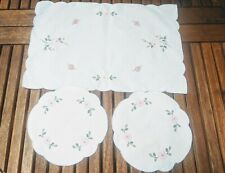 Embroidered small table runner set floral decoration