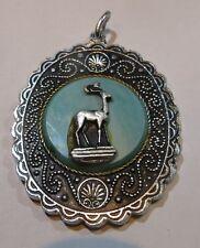 Pendentif gros médaillon argent avec un cerf sur fond turquoise et support de na