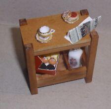 Reutter Beistelltisch, Gartentisch, schön bestückt,  Miniatur 1:12 Puppenhaus