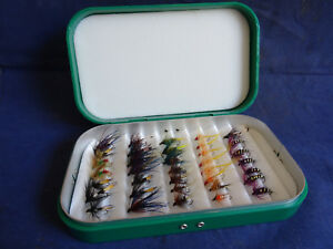 A GOOD PLASTIC RICHARD WHEATLEY MALVERN FLY BOX WITH COLLECTION OF FLIES