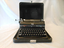 vintage typewriter Royal Quiet Deluxe 1946 A1265076 case  works nice 2