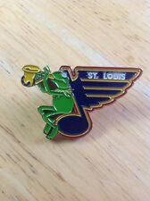 NHL St. Louis Blues Hockey Pin Muppets Logo Kermit The Frog Muppet