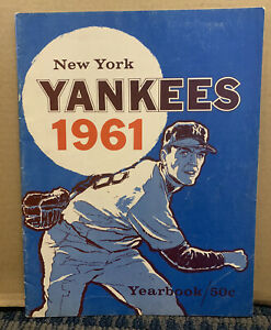 1961 NEW YORK YANKEES Yearbook, Mickey Mantle, *Roger Maris, Yogi Berra   (B30)