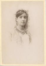 Algérie, Portrait de femme arabe Vintage albumen print.  Tirage albuminé  13